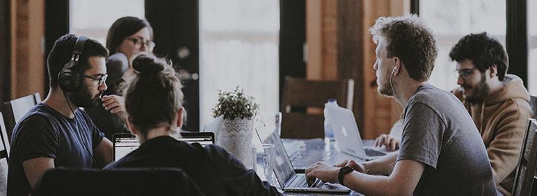 trabajar concentrado en una oficina sin despachos