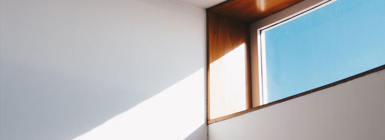 iluminar una oficina oscura